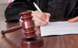 как решить вопрос через суд?